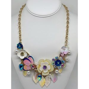 Betsey Johnson Floral Statement Necklace NWT $125